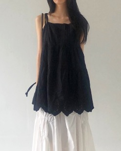 punching lace sleeveless, black